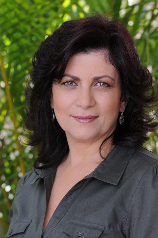Anabella Shaked, coach, conferentiar si co-director al Adler School of Professional Psychology