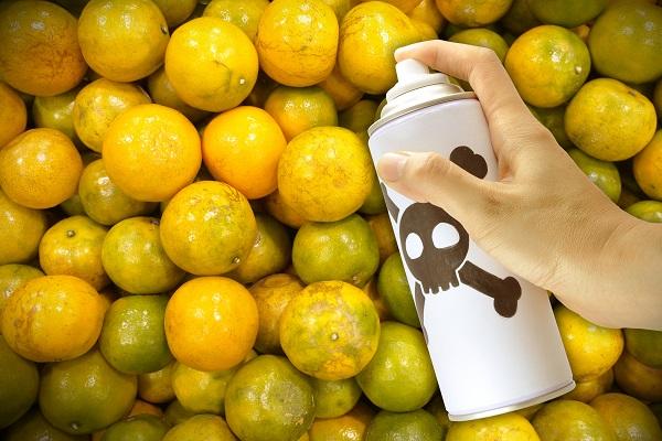 Cum eliminăm substanțele nocive din legumele și fructele crescute cu îngrășăminte chimice