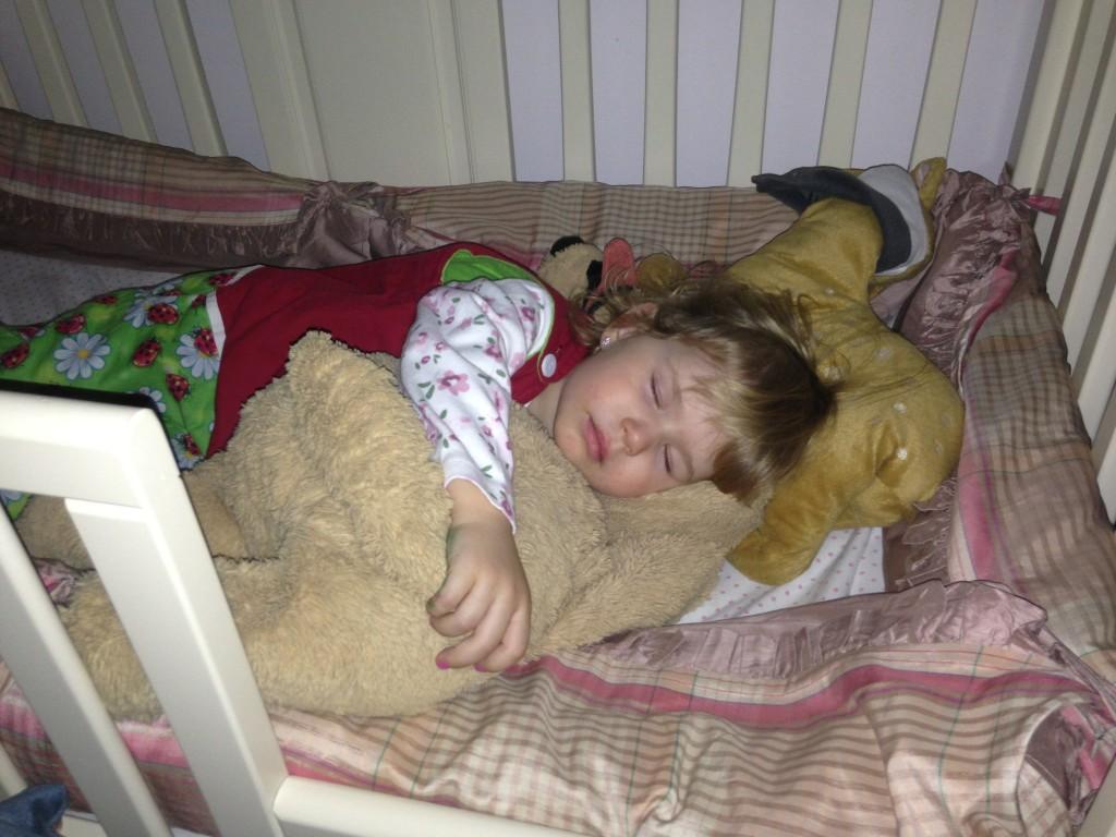 Unde culcam copilul? In patutul sau oti in pat cu noi?