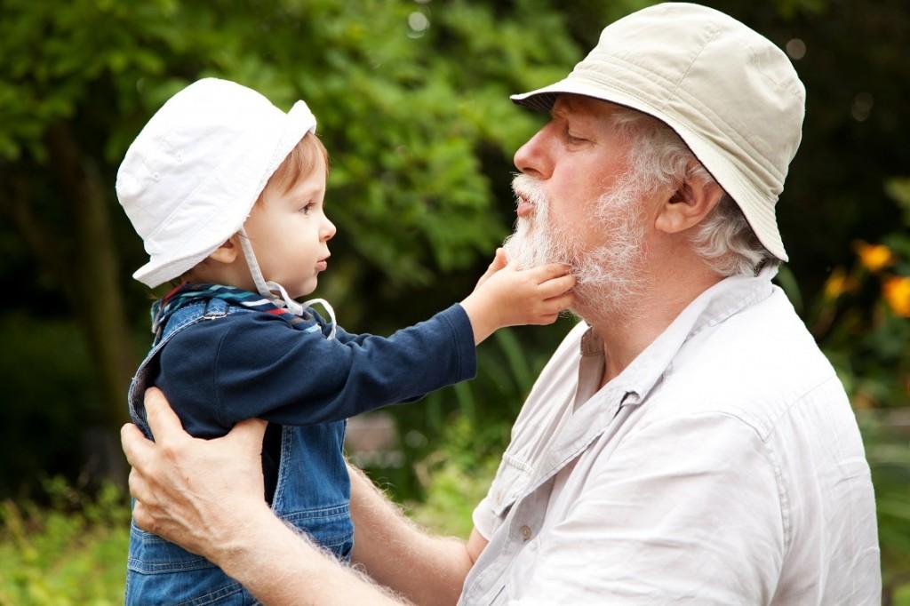 Copii crescuți de bunici sau copii crescuți de părinți?