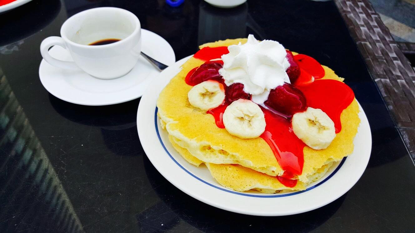Mic-dejun american pe pământ arab