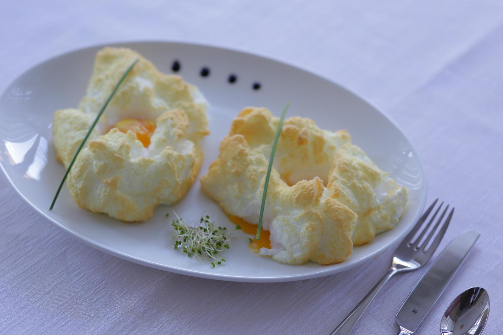 Delicii de februarie: mic-dejun cu ouă moleculare