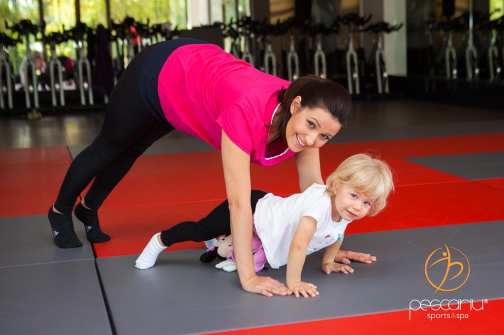Poţi să faci sport şi cu copiii după tine. Totul e să vrei :)