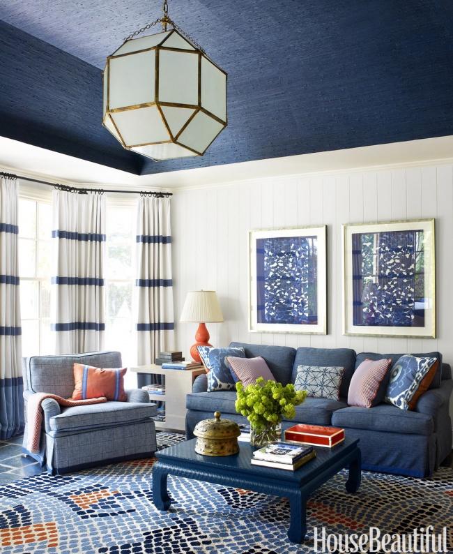 Joacă-te cu culorile pentru a da senzația unui tavan înalt. Nu vopsi pereții de sus pana jos cu aceeași culoare.
