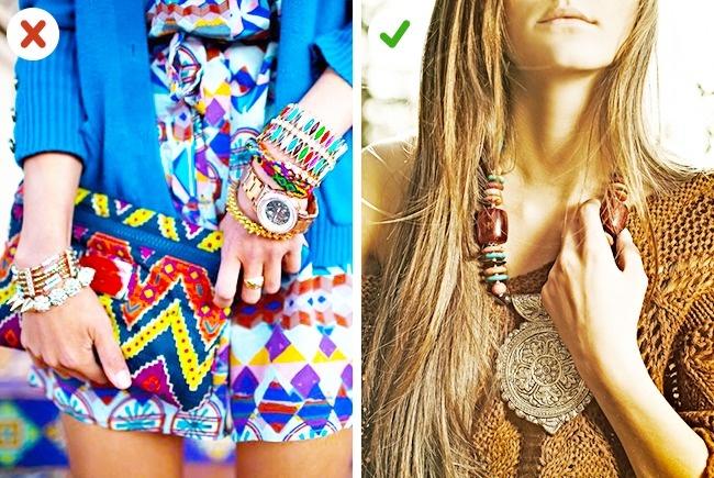 Dacă porți accesorii cu numeroase fire și mărgele, atenuează efectul general cu haine în culori neutre.