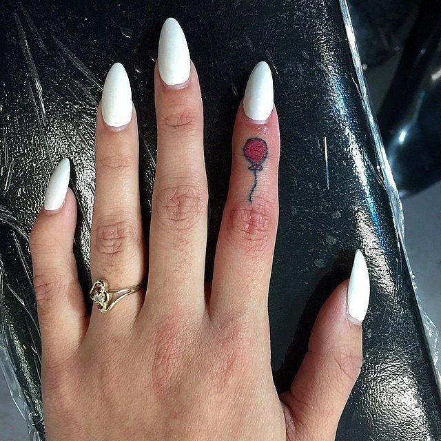 Tatuaje fete - Să zburăm departe!